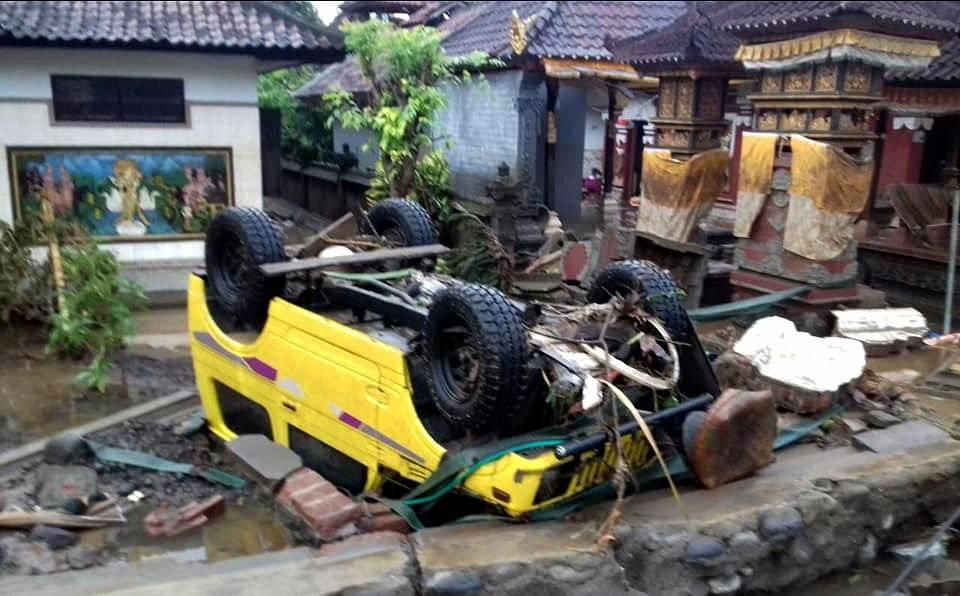 Tsunami en Indonesia: Imágenes de la devstación que