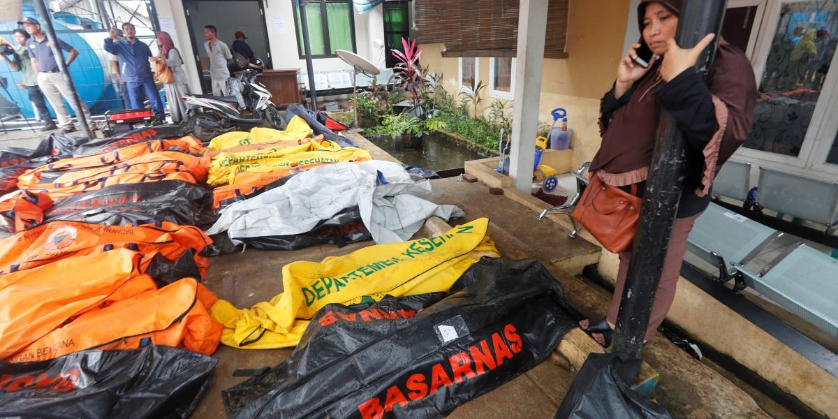 Tsunami en Indonesia: Imágenes de la devastación que 'provocó' la erupción de un volcán