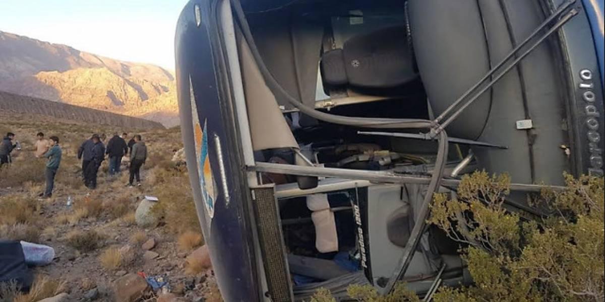 Dos menores chilenos y una mujer peruana: revelan nacionalidad de fallecidos tras accidente de bus en Mendoza