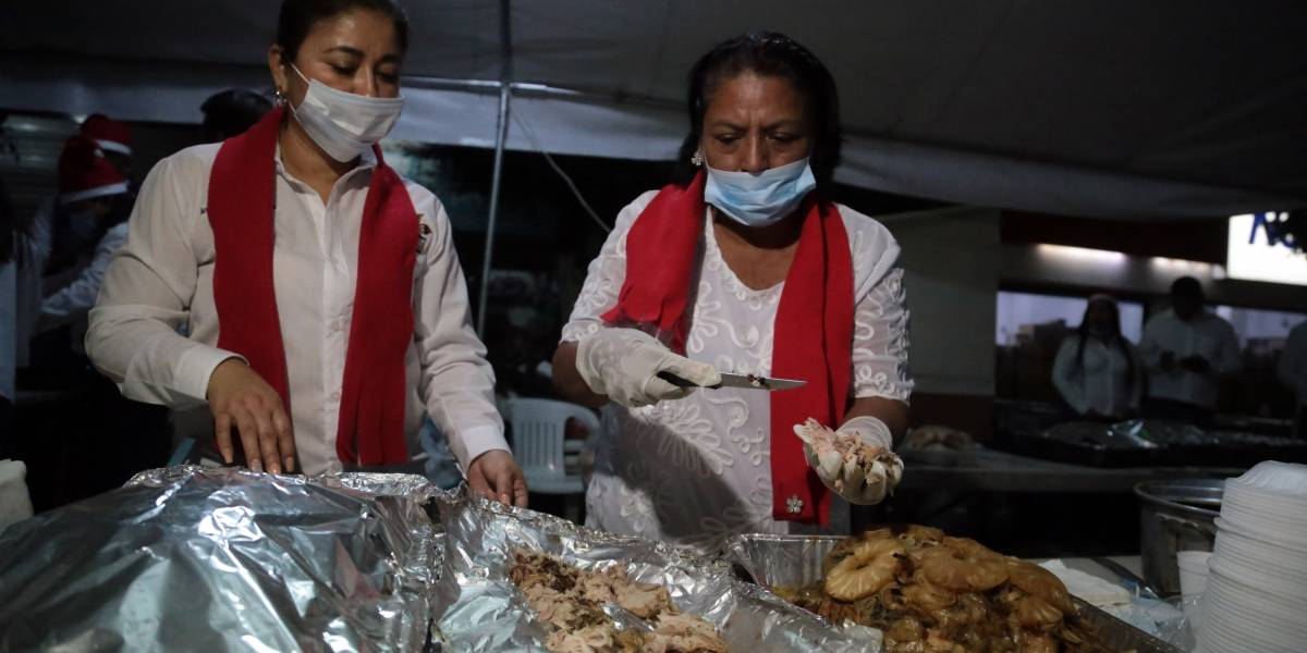 Cancelan cena de Navidad en el Zócalo, pero darán alimento a los más necesitados