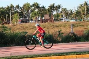 Héctor Astudillo inaugura ciclopista en Acapulco con una rodada