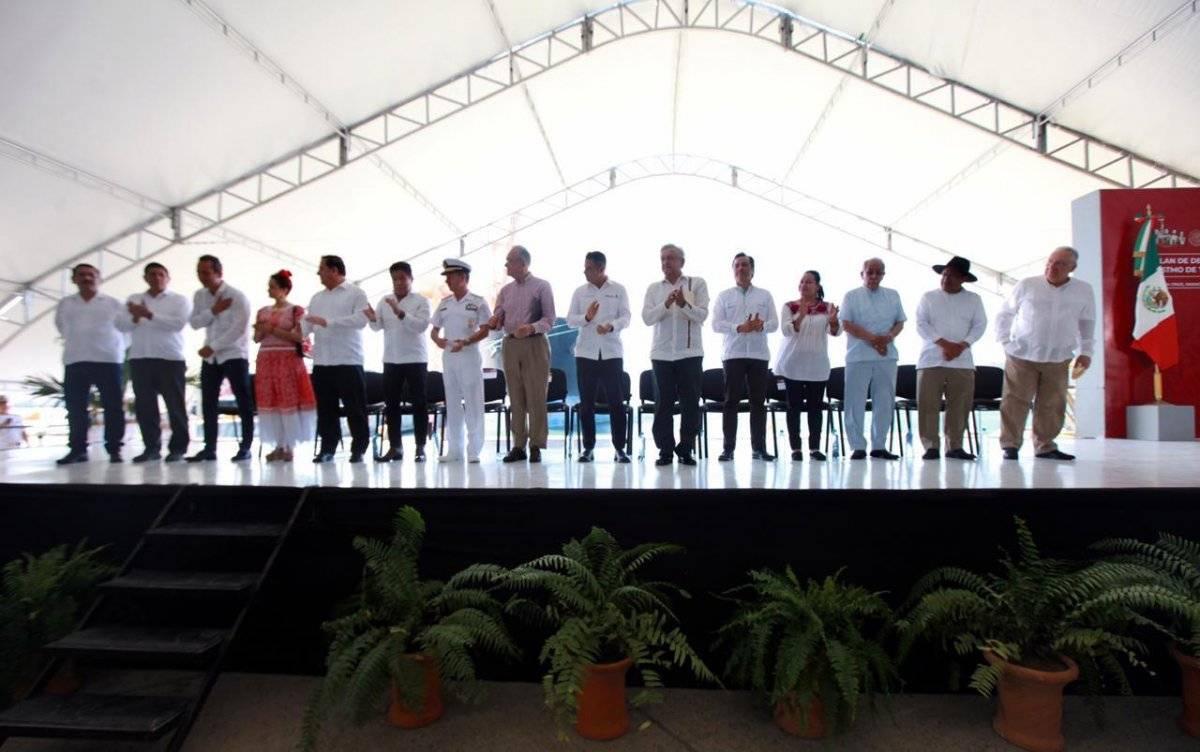 La reunión se dio a cabo en el puerto de Salina Cruz. Foto: Presidencia.