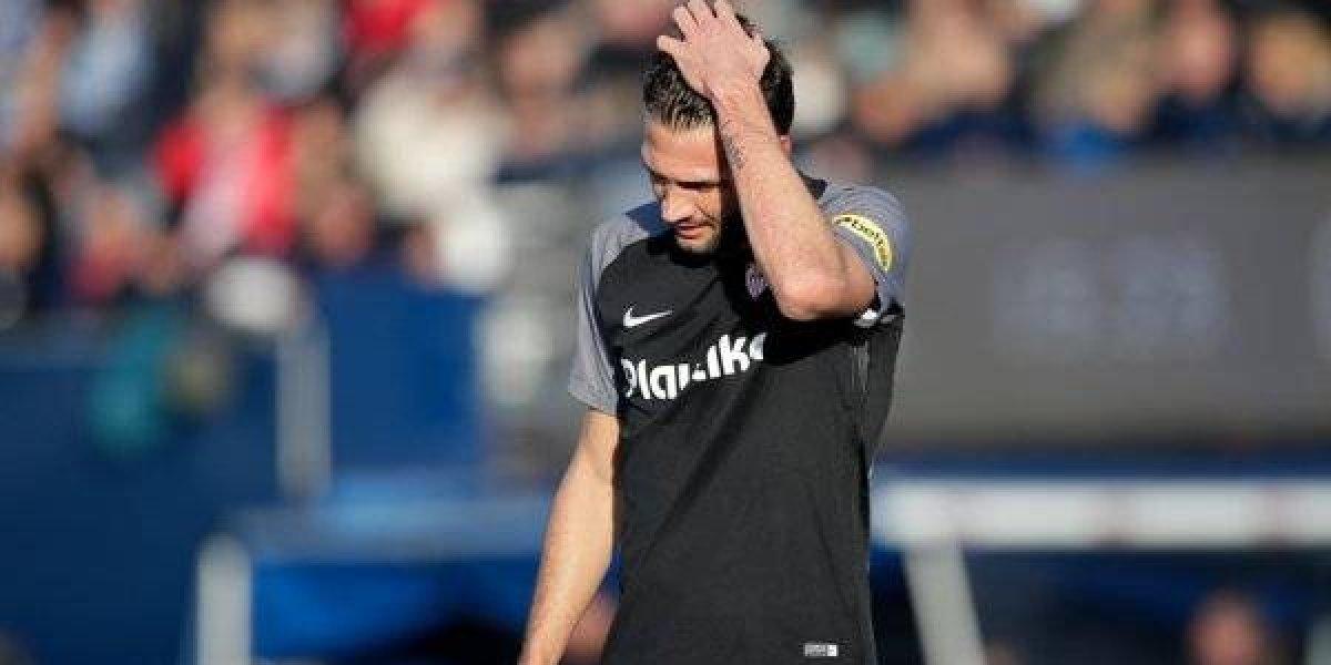 Expulsan a jugador del Sevilla por encarar al árbitro en el túnel de los vestuarios