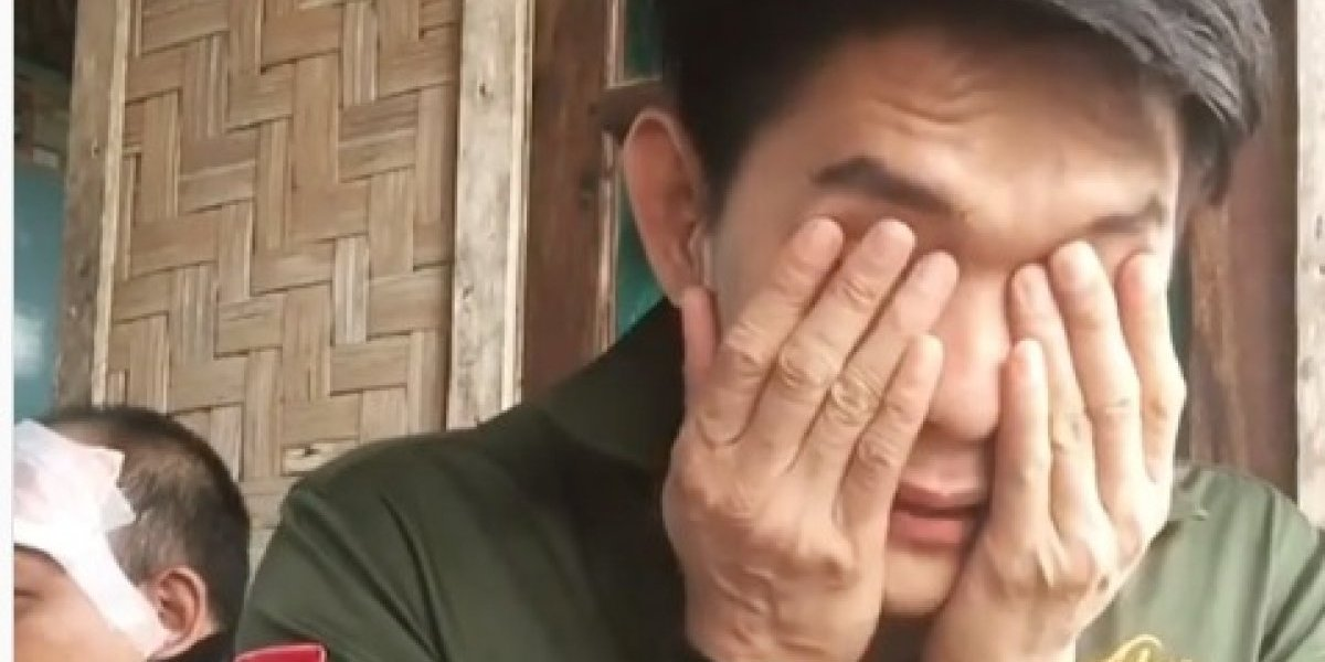 Miembro de banda arrastrada por tsunami en Indonesia llora a sus compañeros