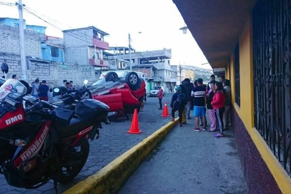 Quito: Dos heridos tras accidente de tránsito en Chiryacu