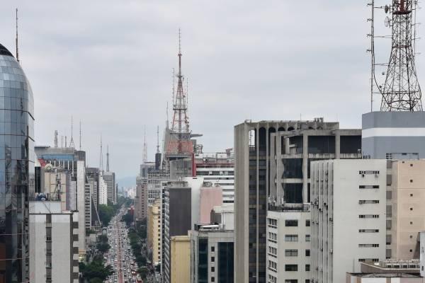 nublado_ são paulo_ sp_ tempo_ clima_ prédios_ av paulista