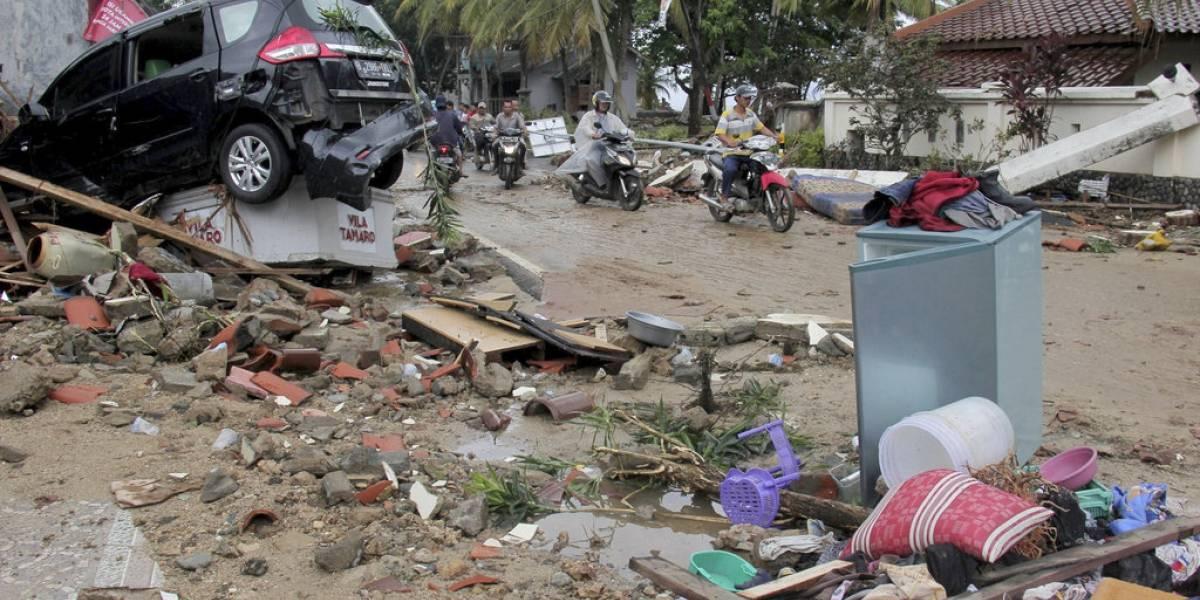 Devastador tsunami en Indonesia: aumentan a 373 los fallecidos y los heridos superan las mil personas