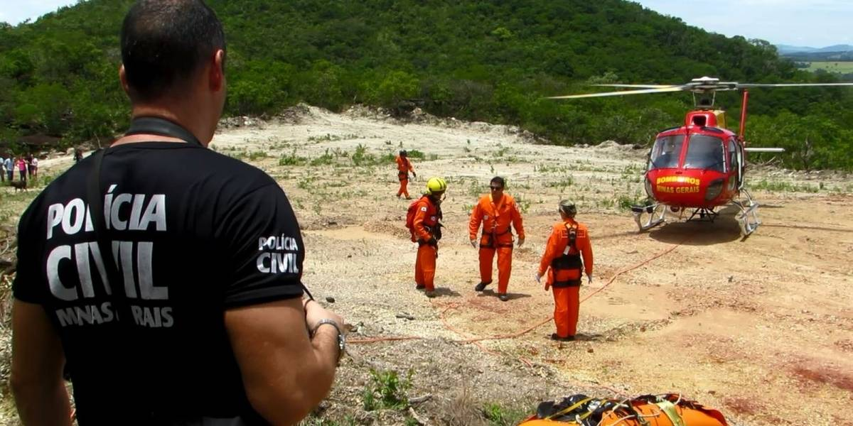 Bombeiros buscam dois homens levados por correnteza em MG; seis morreram