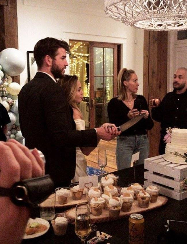 Cyrus y Hemsworth