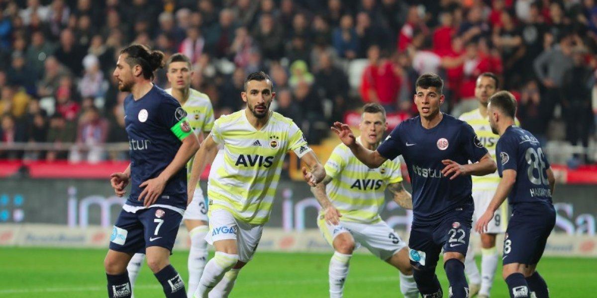 Diego Reyes jugó un minuto en el gris empate del Fenerbahce