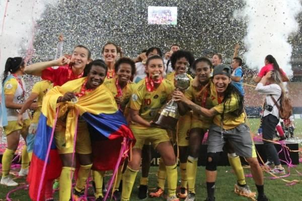 Gigi Becali discriminó al fútbol femenino
