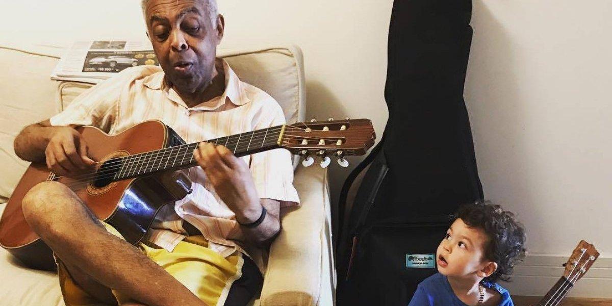 Bela Gil mostra momento em família e emociona seguidores: 'O mestre e o aprendiz'