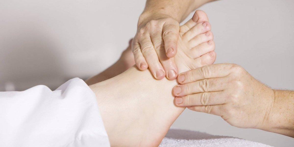 O que está causando os pés inchados pode ter a ver com o coração