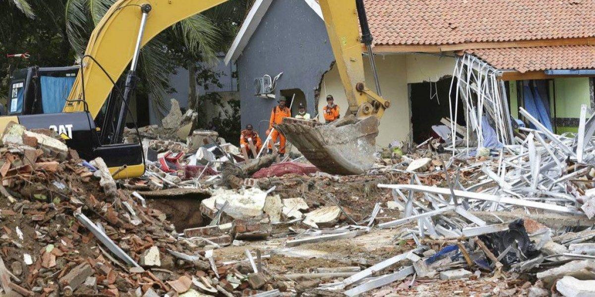 Sube a 373 la cifra de muertos y mil 459 heridos por tsunami en Indonesia