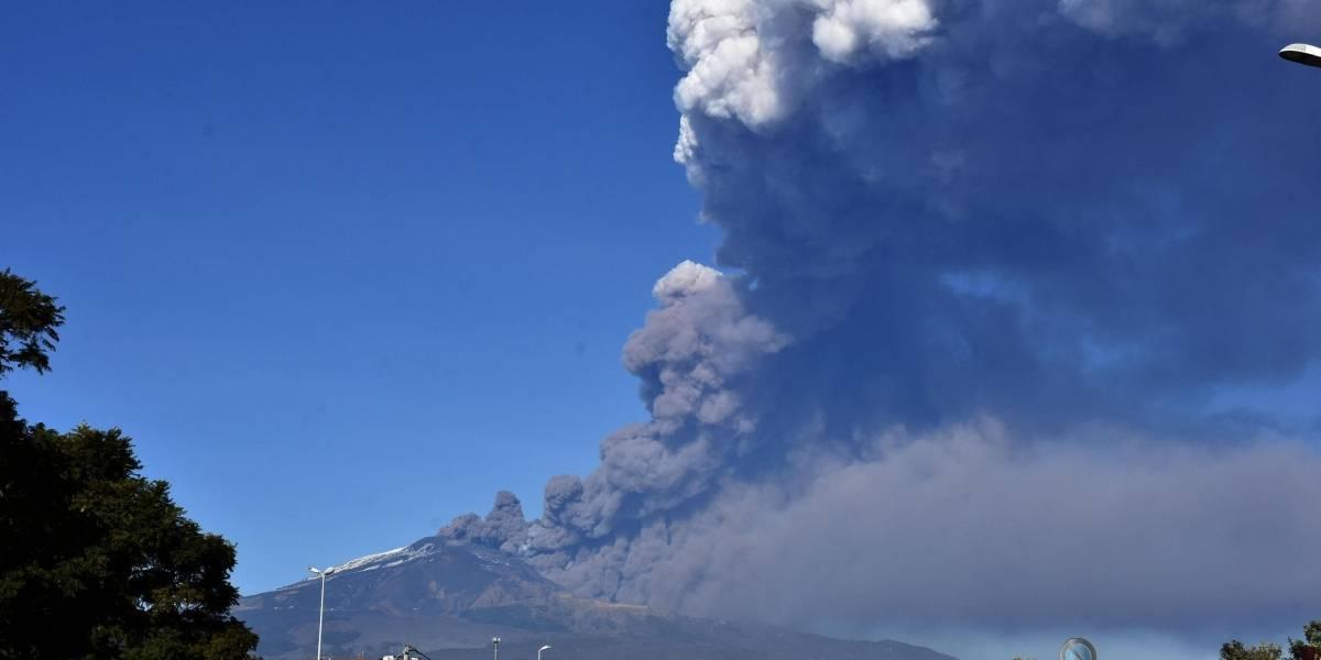 Reabre aeropuerto de Sicilia tras actividad volcánica