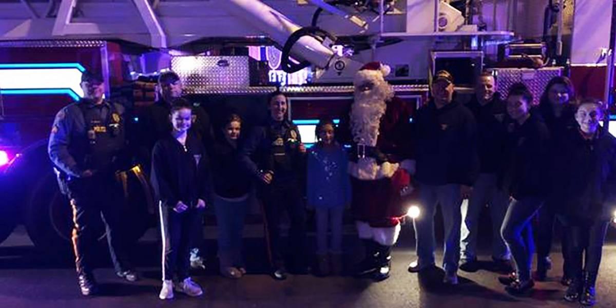 Policías compran regalos a familia que fue víctima de robo en plena Navidad