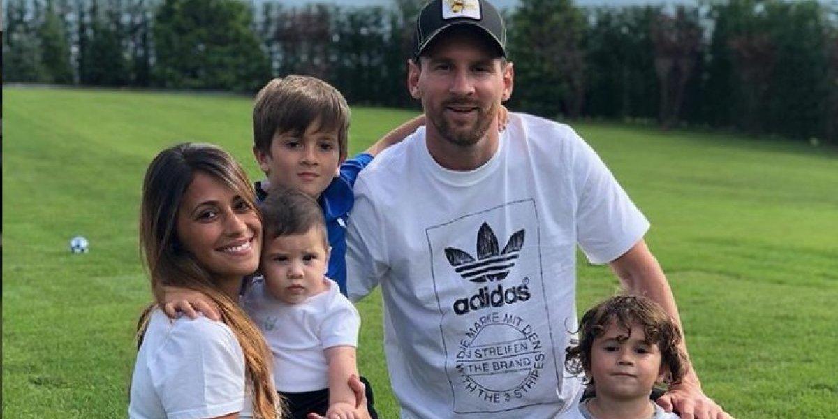 """En pijama, Messi y Antonela Roccuzzo le piden a """"Santa"""" que se detenga"""