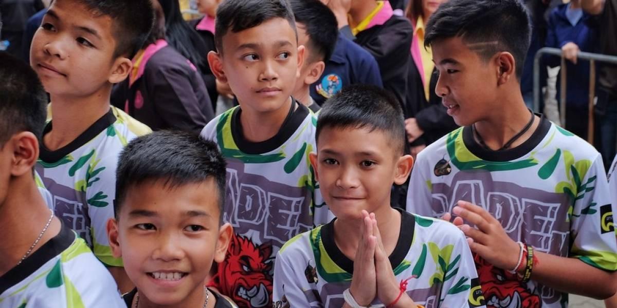 Resgate em caverna na Tailândia: meninos tentam retomar a vida e turismo explode