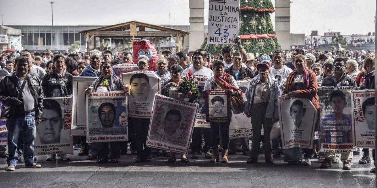 FOTOS: La peregrinación de los padres de los 43 a la Basílica