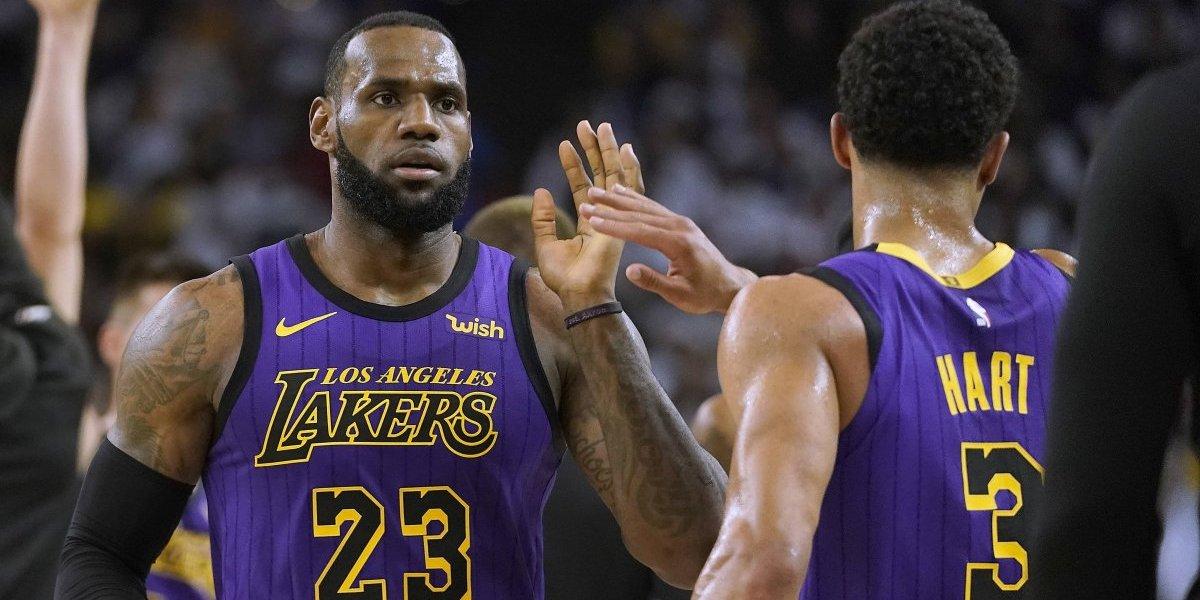 LeBron se lesiona, pero sus Lakers apalean a los Warriors