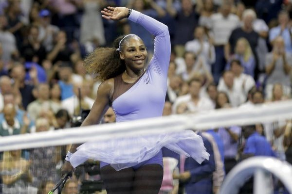 En esta imagen del 6 de septiembre de 2018, Serena Williams celebra su triunfo sobre Anastasija Sevastova en las semifinales del U.S. Open en Nueva York. (AP Foto/Seth Wenig, Archivo)