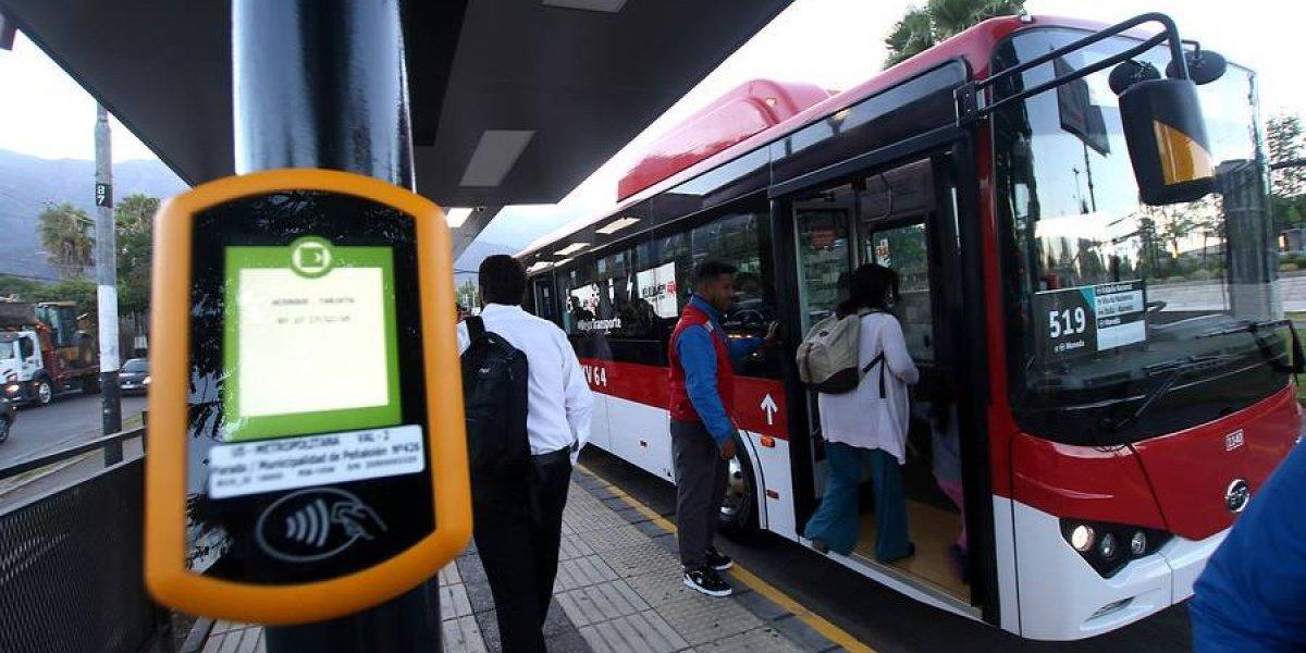 Si buses eléctricos no usan bencina, ¿debe variar el pasaje? Expertos analizan impacto en el Transantiago