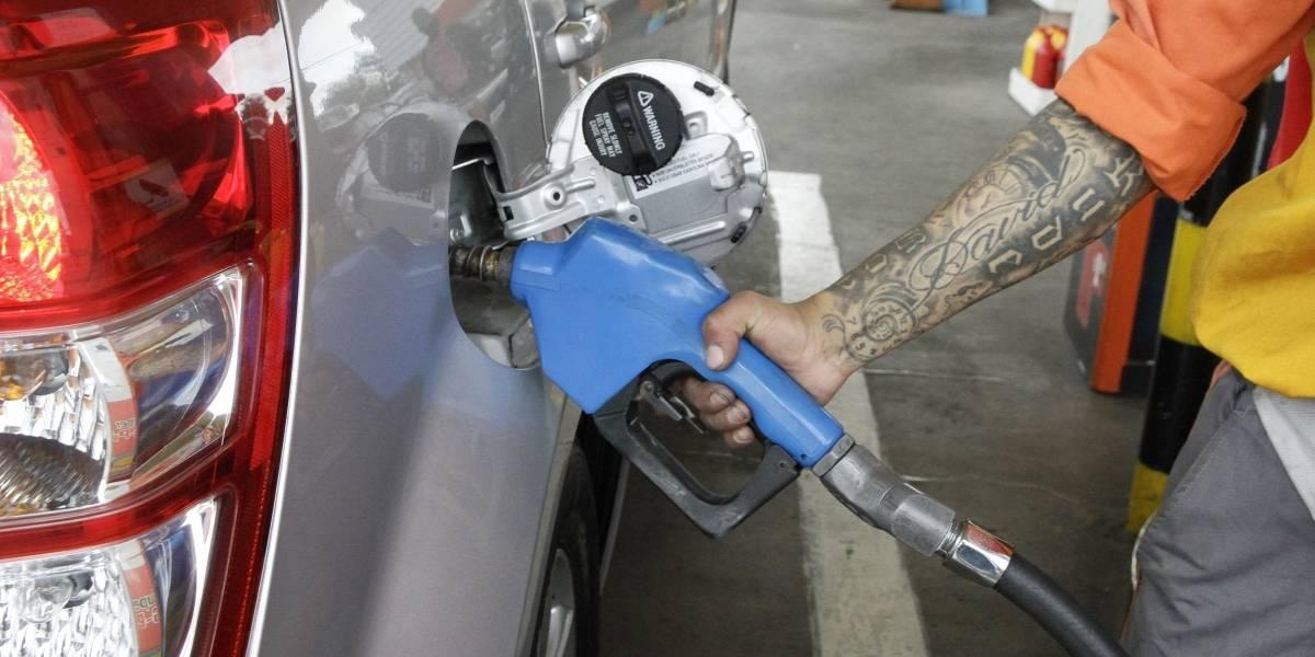 Línea gratuita para denunciar aumento ilegal en el precio de la gasolina