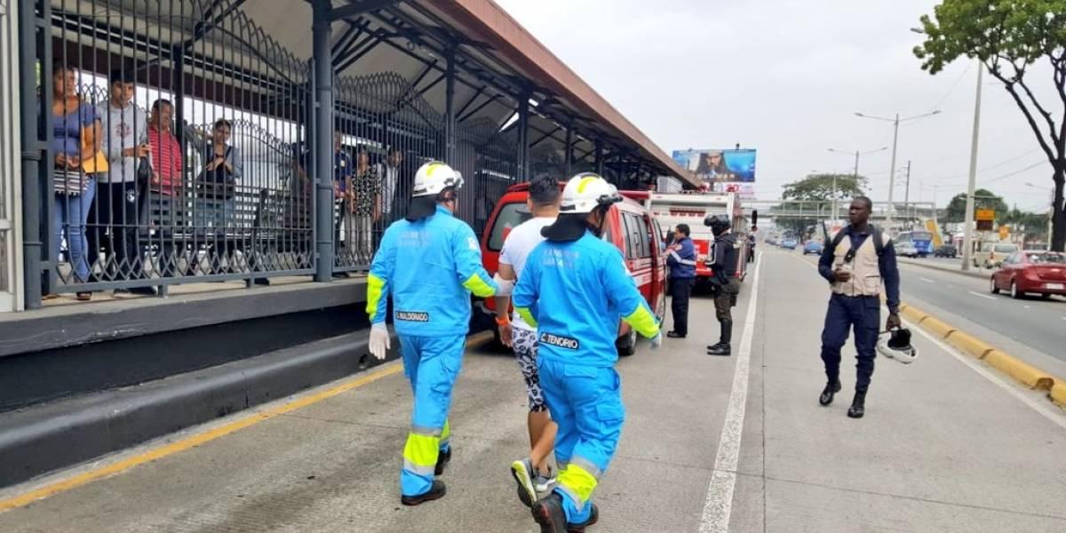 Guayaquil: Seis heridos tras derrame de ácido en bus de la Metrovía