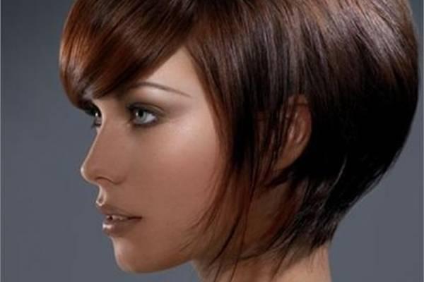 Corte de cabello perfecto para mujer de cuello corto y cara grande