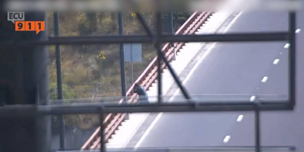 ¡Héroe sin capa! Ciudadano salvó a hombre que habría intentado lanzarse del puente de 'El Chiche'