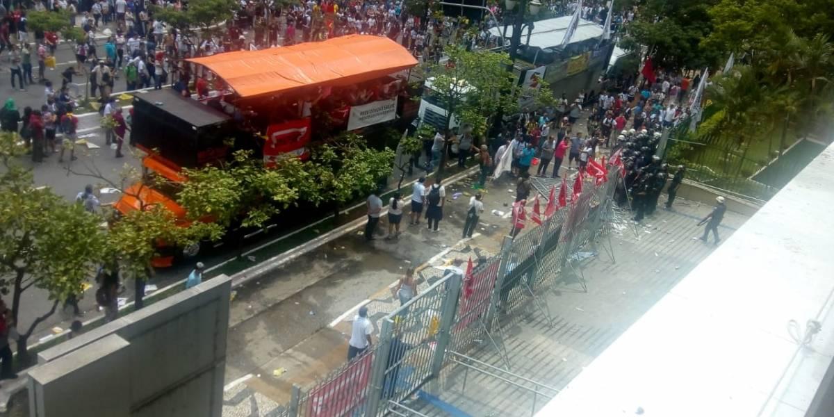 Manifestação contra Reforma da Previdência tem quebra-quebra na Câmara de SP