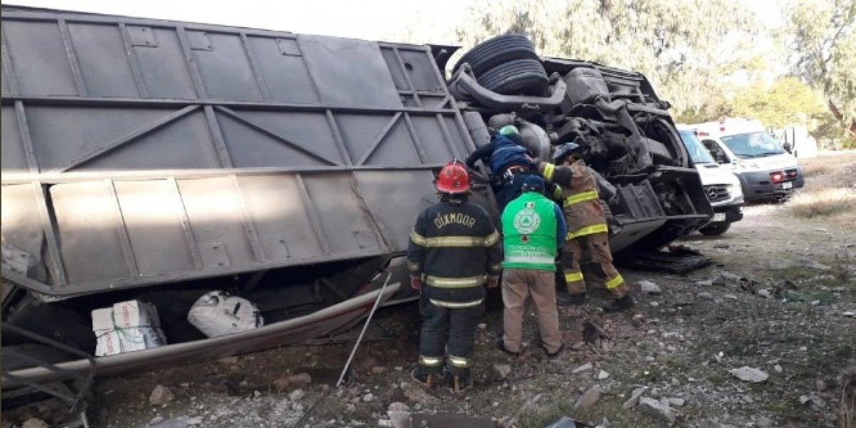 Suman 7 muertos por accidente de autobús de pasajeros en San Luis Potosí
