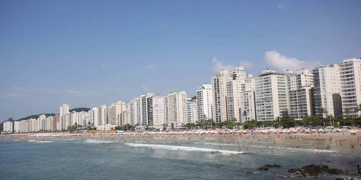 Trinta praias do litoral paulista estão impróprias para banho