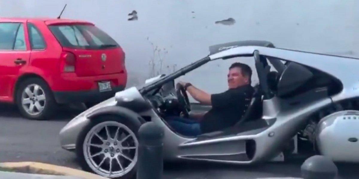 VIDEO: El increíble vehículo en el que Miguel Herrera llegó a Coapa