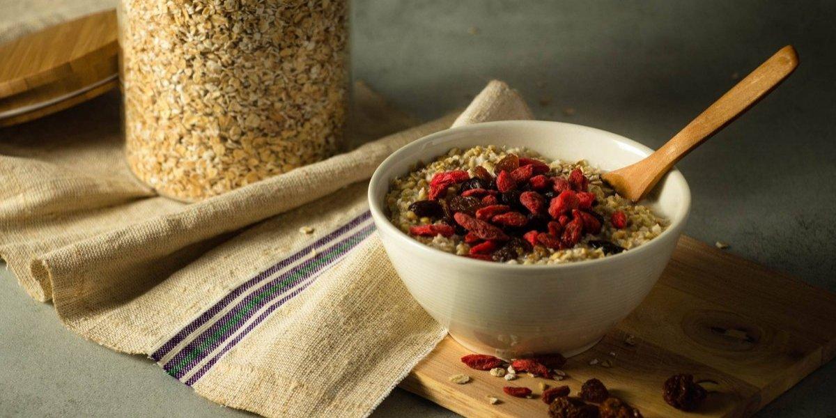 Por que a aveia é um cereal essencial para comer no café da manhã?