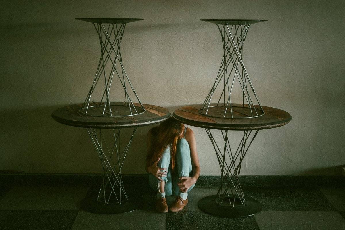 Meterse debajo de una mesa en año nuevo