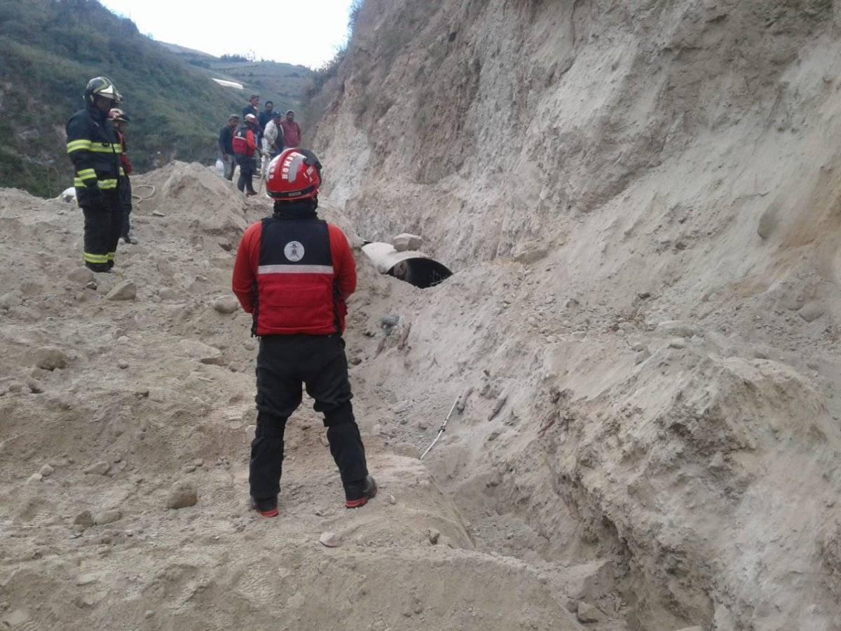 Cuatro fallecidos por deslizamiento de tierra en San José de Minas BOMBEROS QUITO