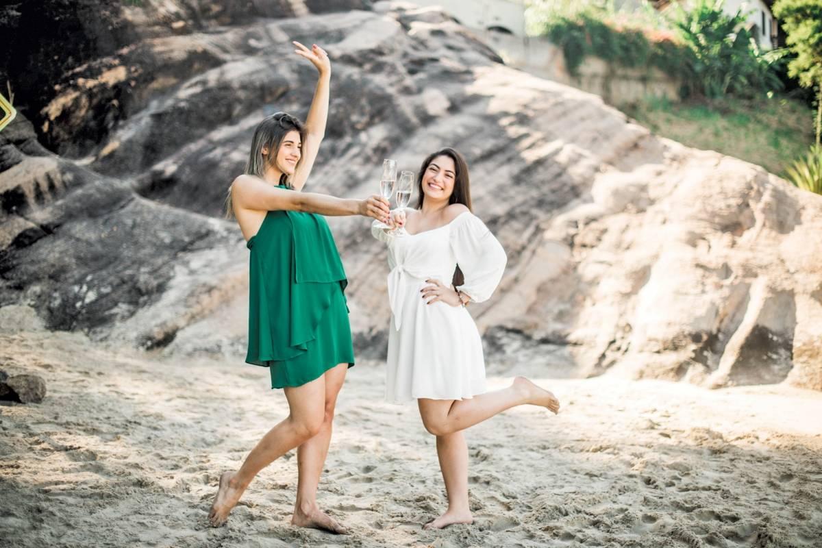 Yara Scamparle e Camille Bahiense em editorial 'Realize' de ano novo da marca capixaba Be Up Carol Machado