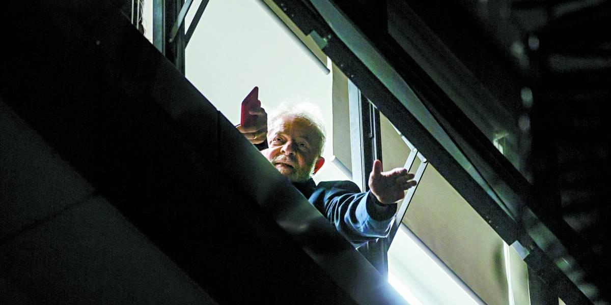Lula é condenado a 12 anos de prisão por sítio em Atibaia