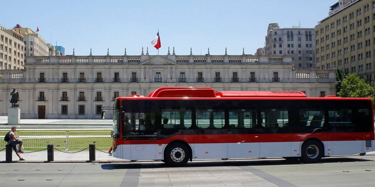 Completan implementación de los buses eléctricos al Transantiago: 50 máquinas llegarán al 516