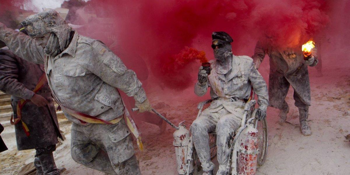 España celebra festival de guerra de huevos y harina