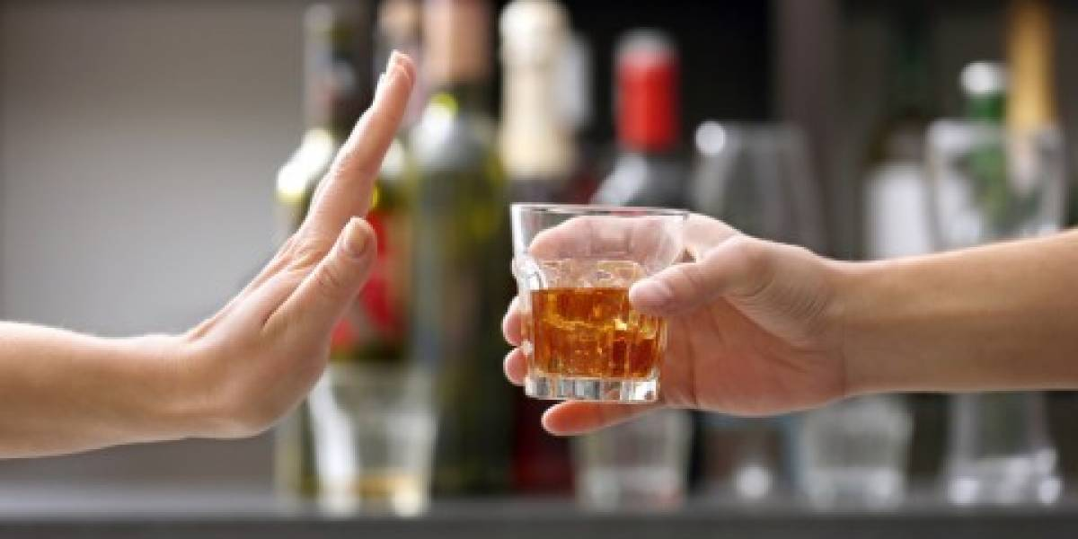 Women who do not drink alcohol have a higher risk of developing dementia