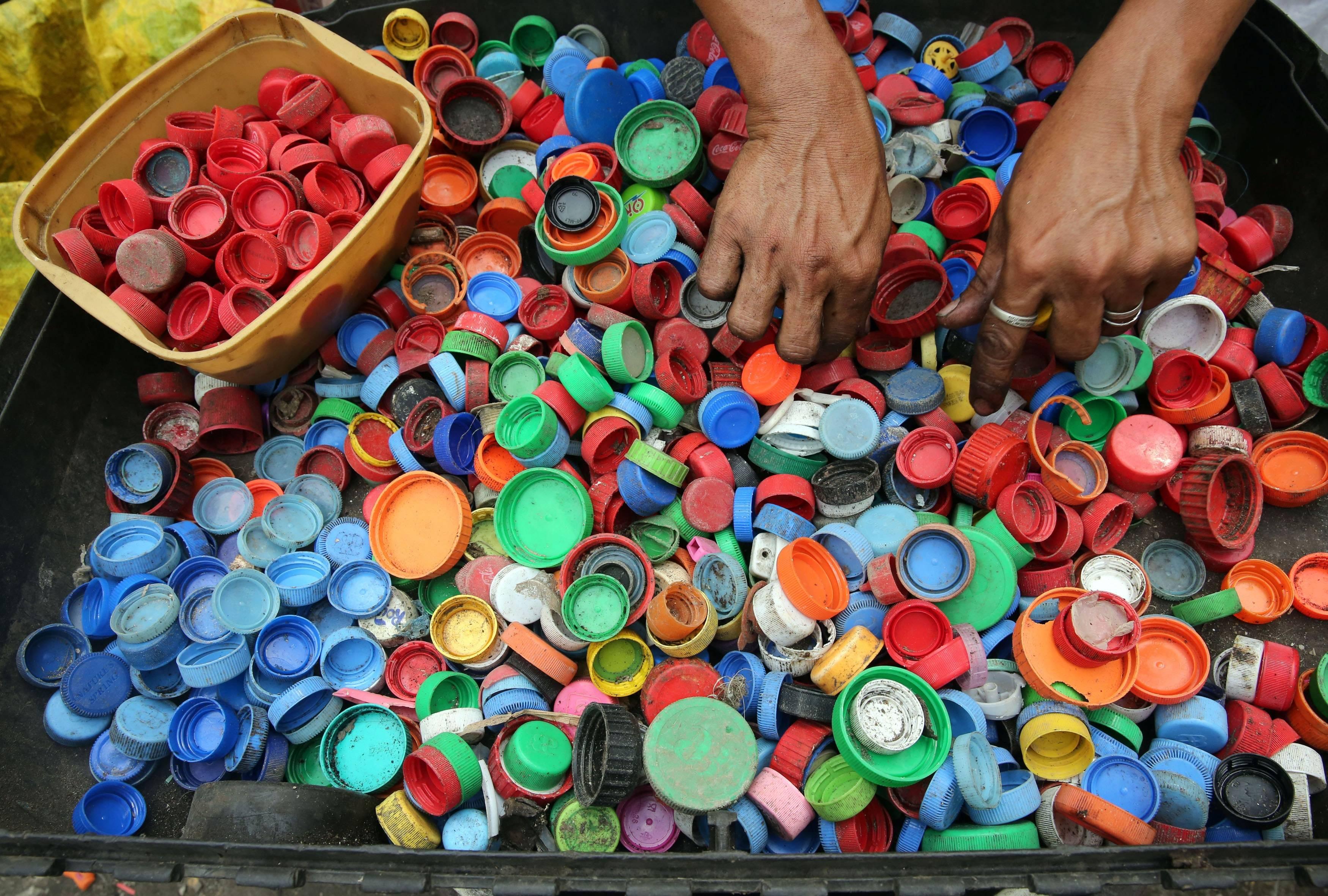 Crean un nuevo plástico biodegradable gracias a la acción de microorganismos marinos