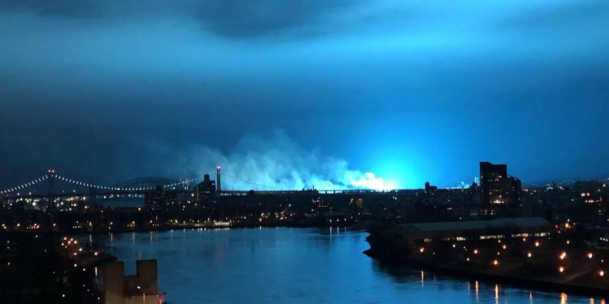 Explosión en planta eléctrica pinta de azul cielo de New York City