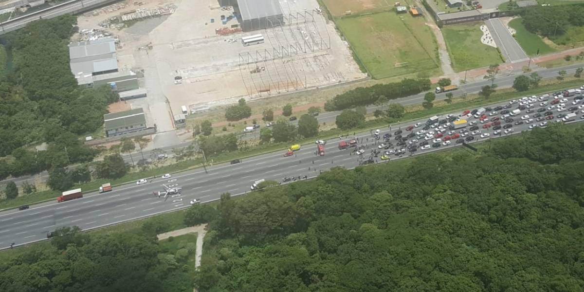 Acidente com 10 veículos interdita rodovia Ayrton Senna