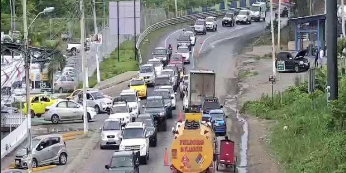Feriado de Fin de Año: Se reporta tráfico vehicular en las vías de Tulcán y Esmeraldas