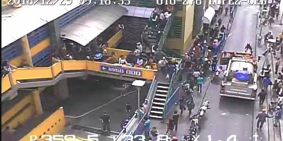 Quito: Se reportó incendio estructural en el Centro Comercial El Tejar
