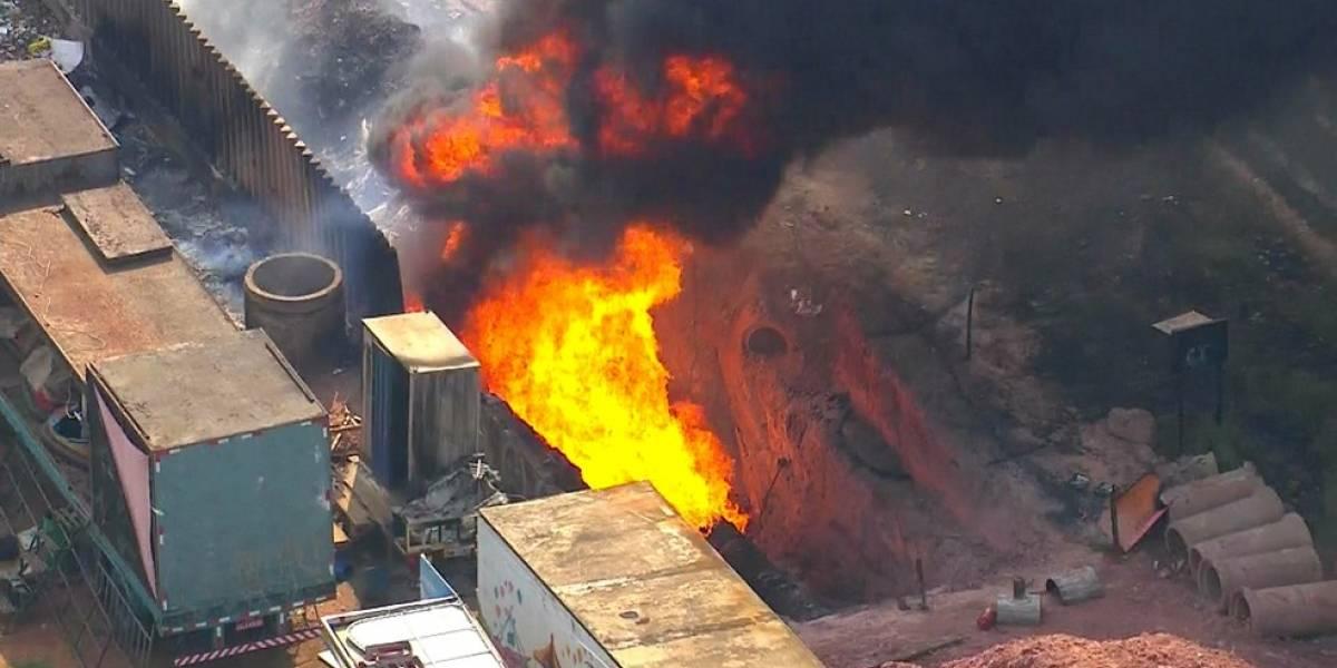 Incêndio atinge oleoduto em Cidade Líder, zona leste de SP