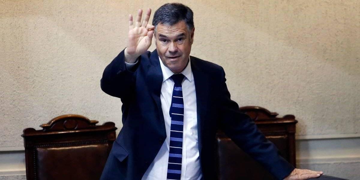"""Ossandón juega a ser Presidente: """"sacaría"""" a ministra Jiménez por los medidores, pero no a Santelices"""