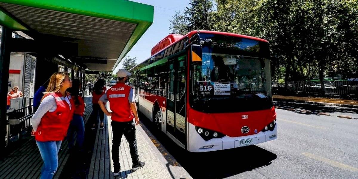 Día de todos los santos: refuerzan con 40 buses los recorridos a cementerios de la capital